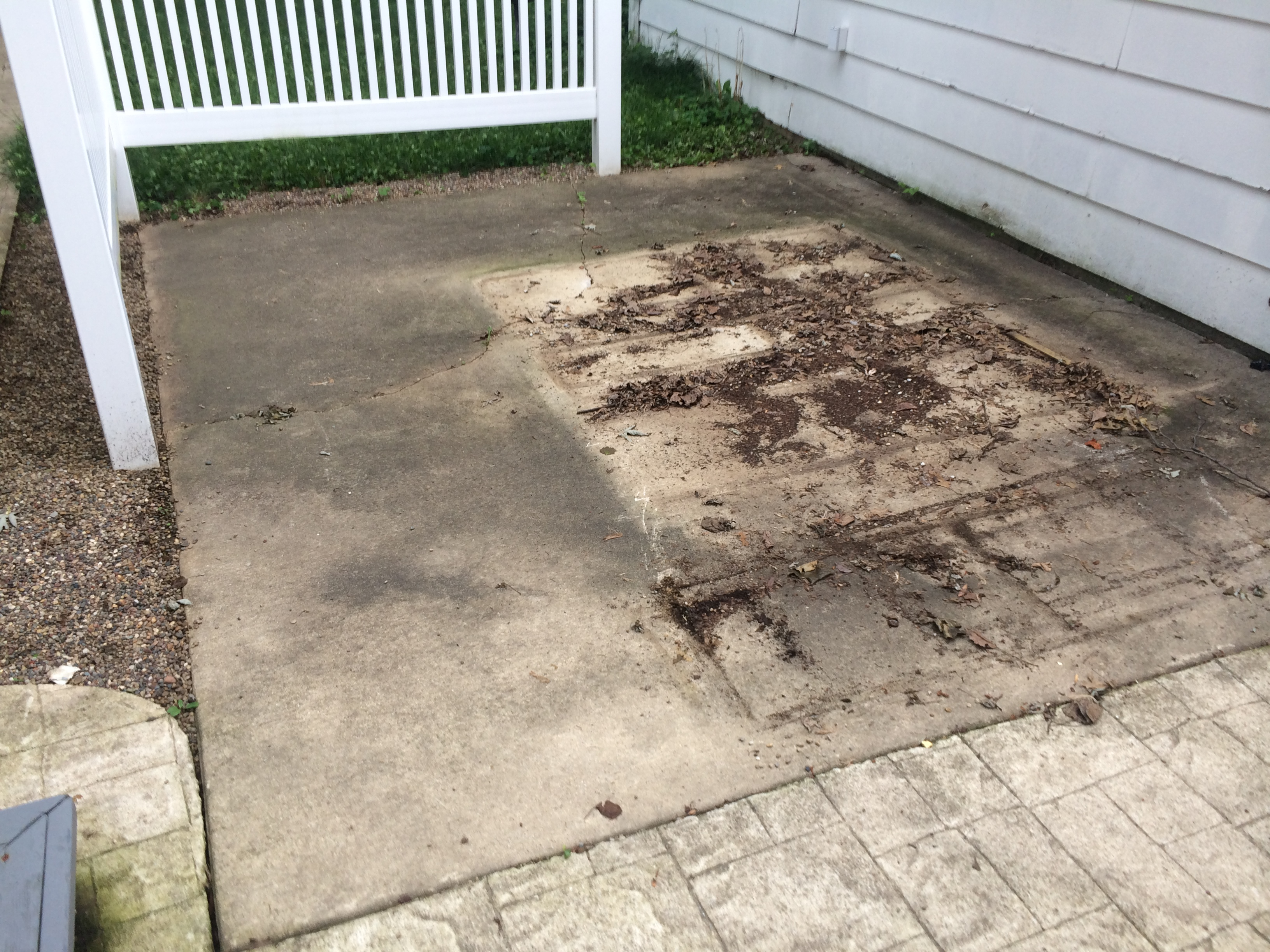 How to clean cement patio how to clean a concrete patio for Deck and concrete cleaner